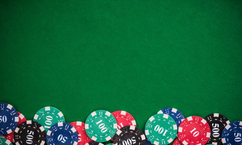 3 דרכים שמשחקי קלפים פשוטים עוזרים לך להיות שחקן פוקר טוב יותר