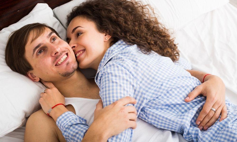 באיזו תדירות זוגות 'רגילים' מקיימים יחסי מין?